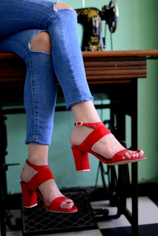 Cayenne red - Χειροποίητα ψηλά πέδιλα με έξτρα μαλακό πάτημα και κούμπωμα στον αστράγαλο. - Fabrica Fabrica